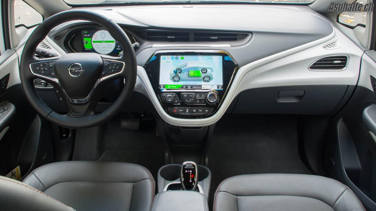 Essai Opel Ampera-E intérieur tableau de bord