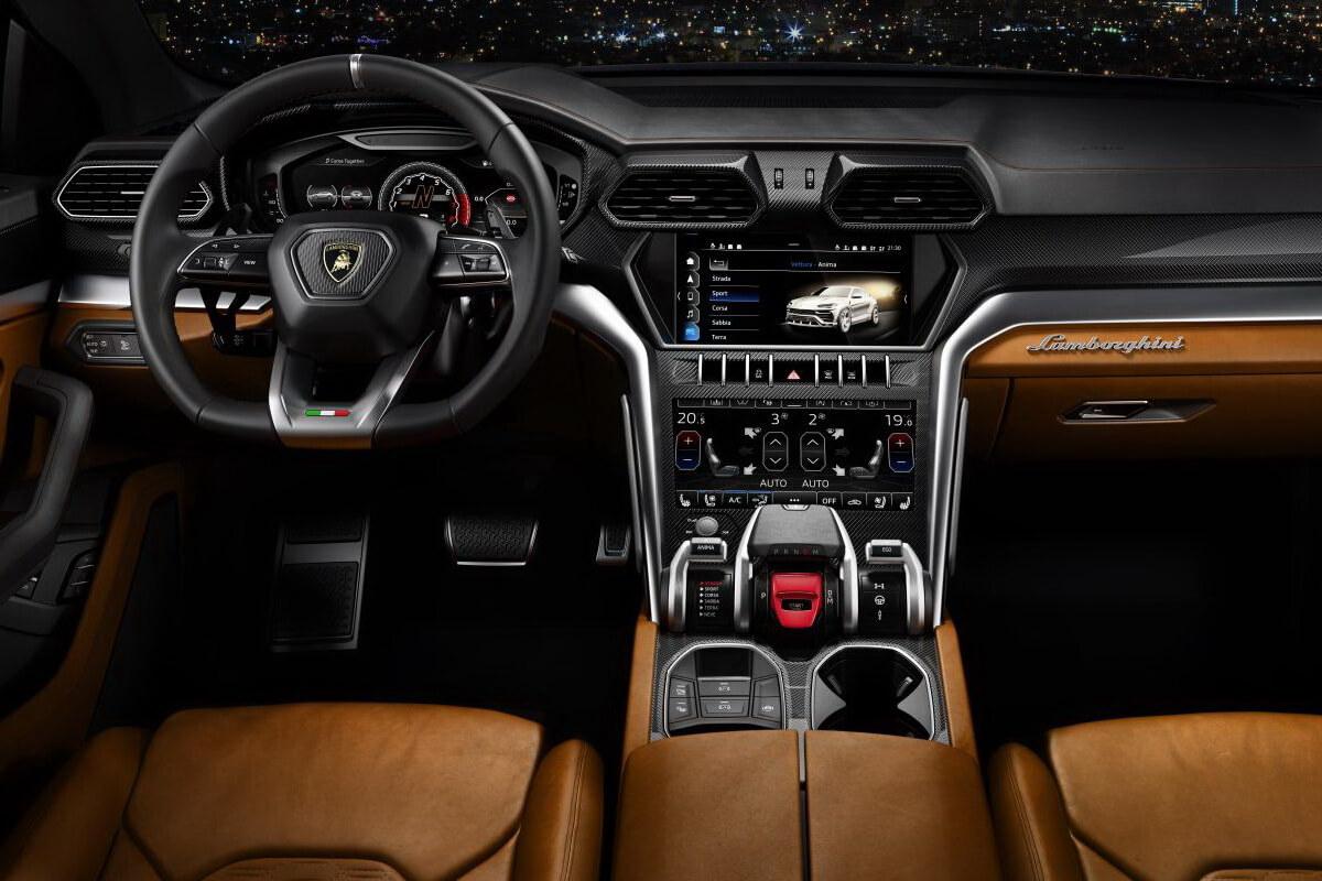 Lamborghini Urus intérieur tableau de bord