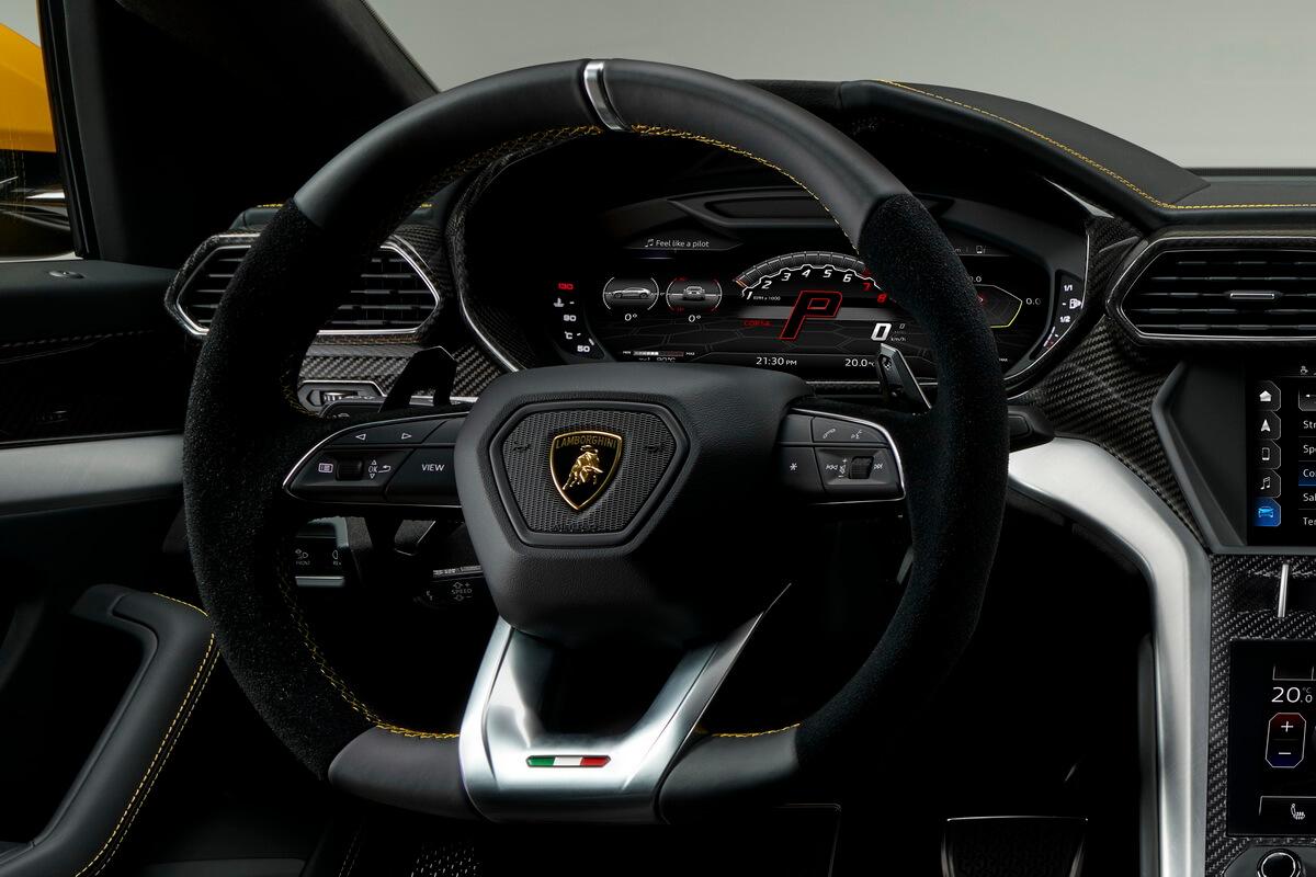 Lamborghini Urus volant compteurs