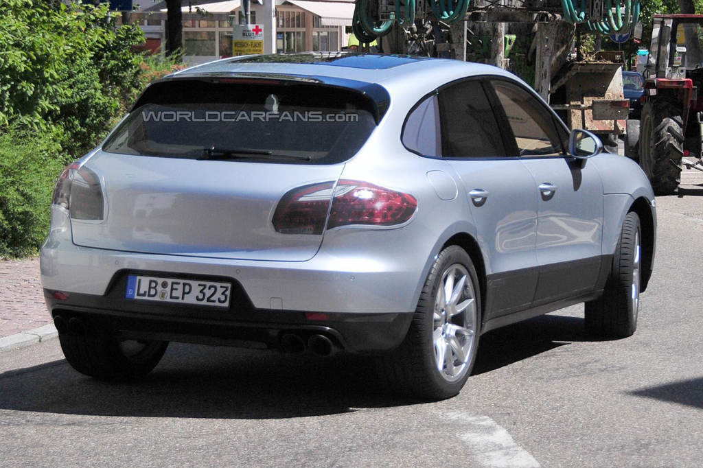 Porsche-Macan-Spyshot-004