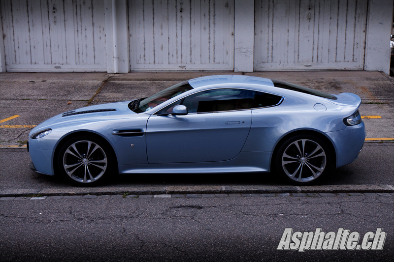 Contact Aston Martin V12 Vantage
