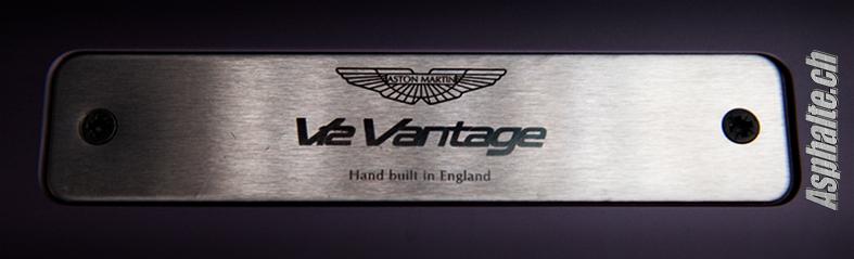 Aston Martin V12 Vantage: Premier contact, entre Puissance et Charme