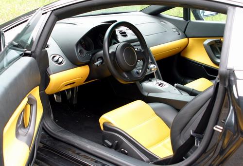 Essai Lamborghini Gallardo V10 5.0 2005 intérieur noir jaune