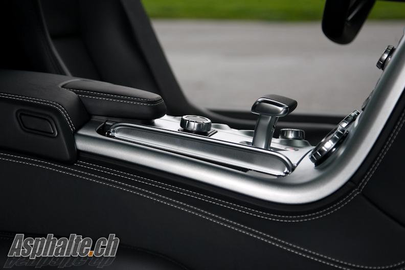 Essai Mercedes SLS AMG console centrale
