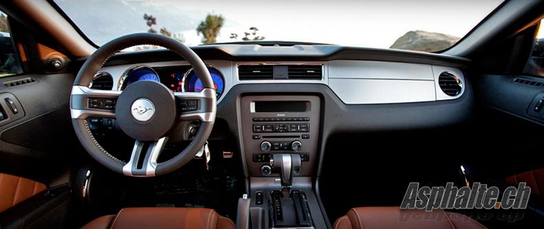 Ford Mustang GT mk5 2010 intérieur