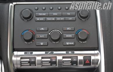 Essai Nissan GT-R 2009 console centrale