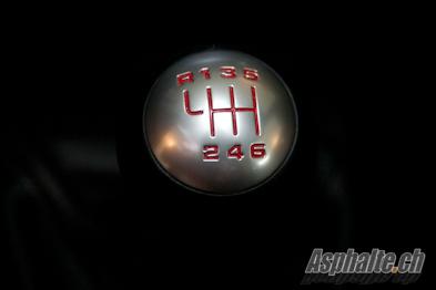 Essai Porsche Cayman R pommeau de vitesse