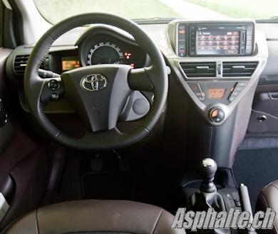 Essai comparatif Toyota iQ Smart ForTwo intérieur