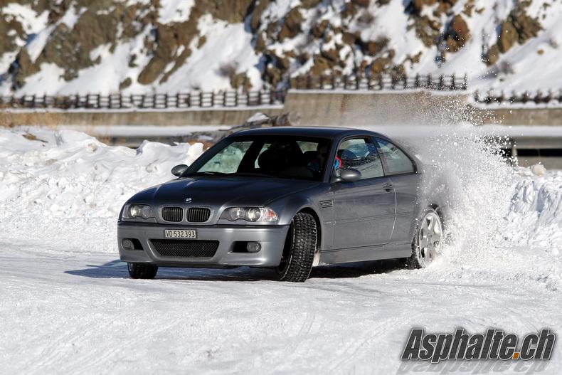 BMW M3 E46 Snow Drifting