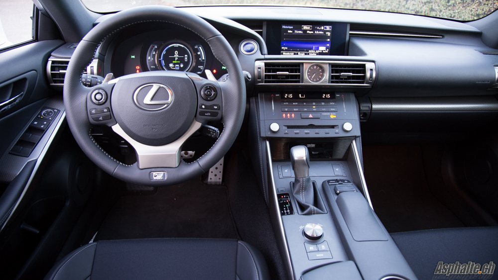 essai lexus is 300h f sport page 2. Black Bedroom Furniture Sets. Home Design Ideas