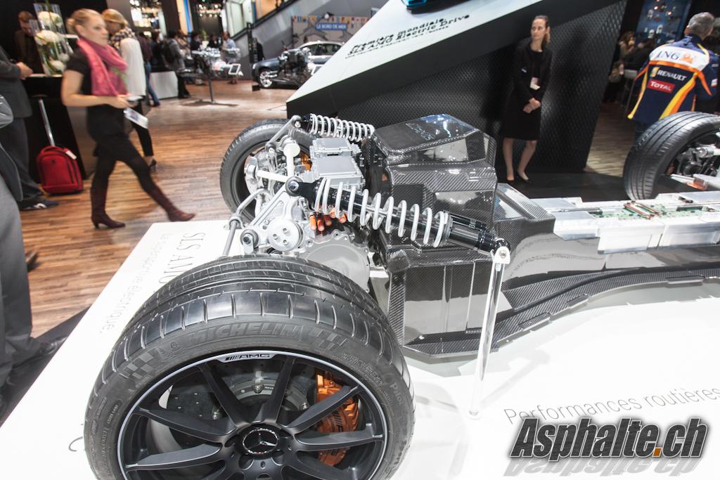 Paris 2012 mercedes sls electric drive for Garage mercedes paris 13