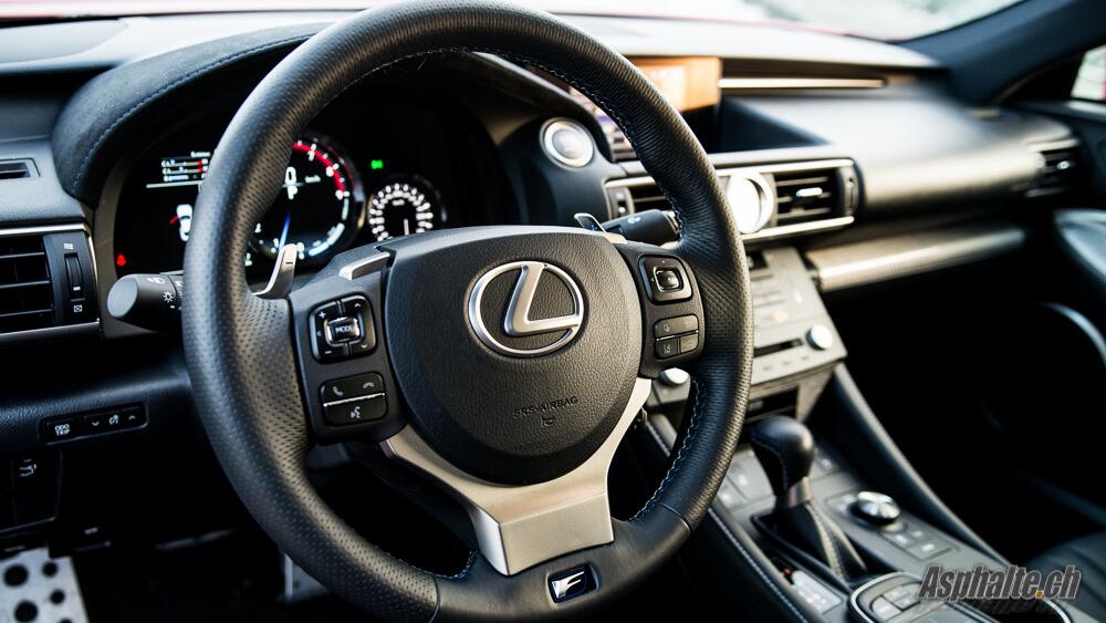 Essai Lexus RC F intérieur