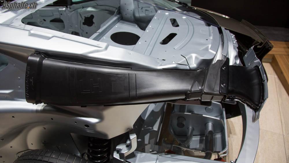 Aston Martin DB11: conduit aéro arrière