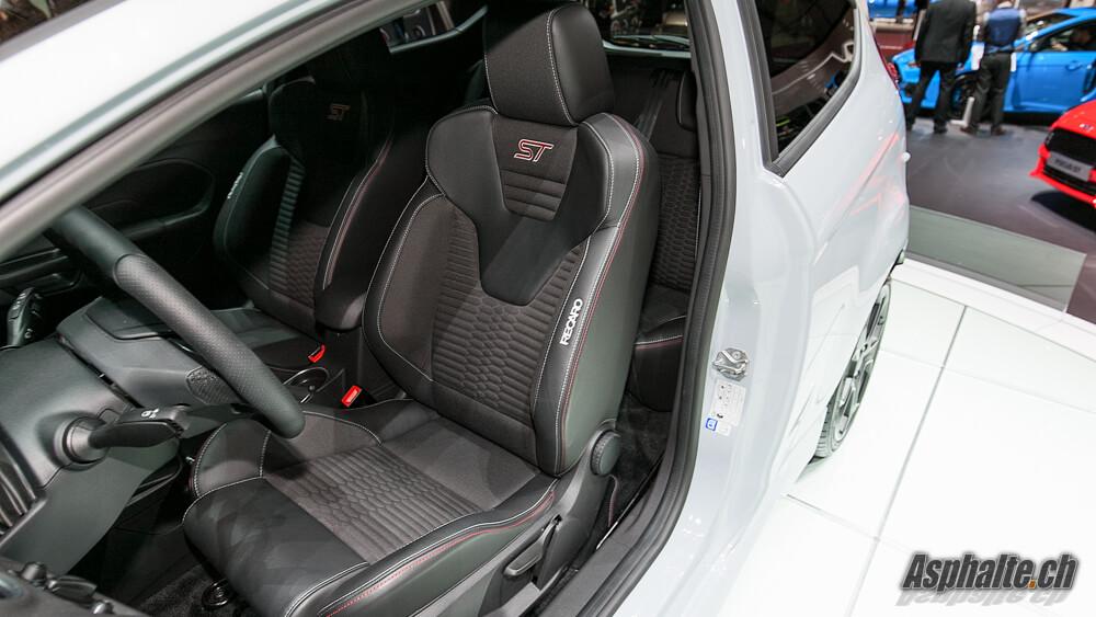 Ford Fiesta ST200 intérieur