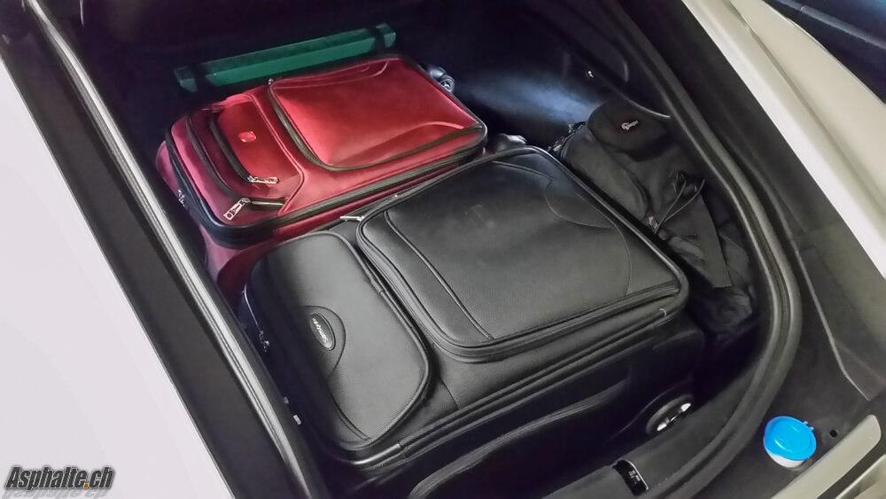 Essai Jaguar F-Type Coupé V6S AWD: coffre