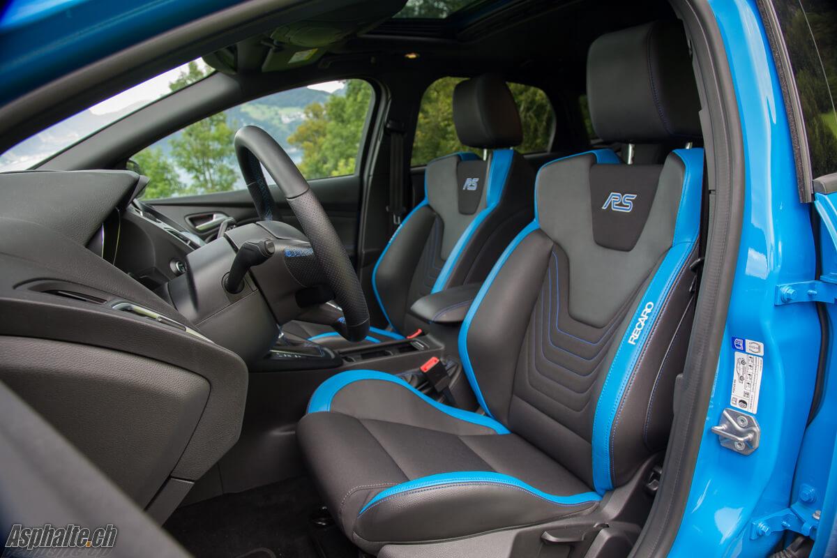 Ford Focus RS intérieur sièges Recaro