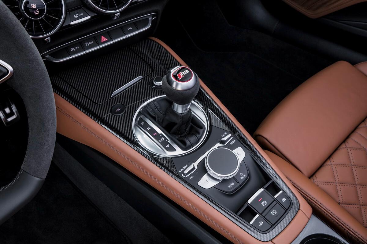 Audi TT RS intérieur console centrale carbone