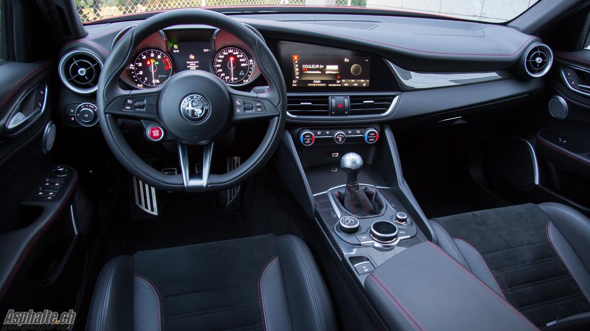 Essai Alfa Romeo Giulia Quadrifoglio intérieur