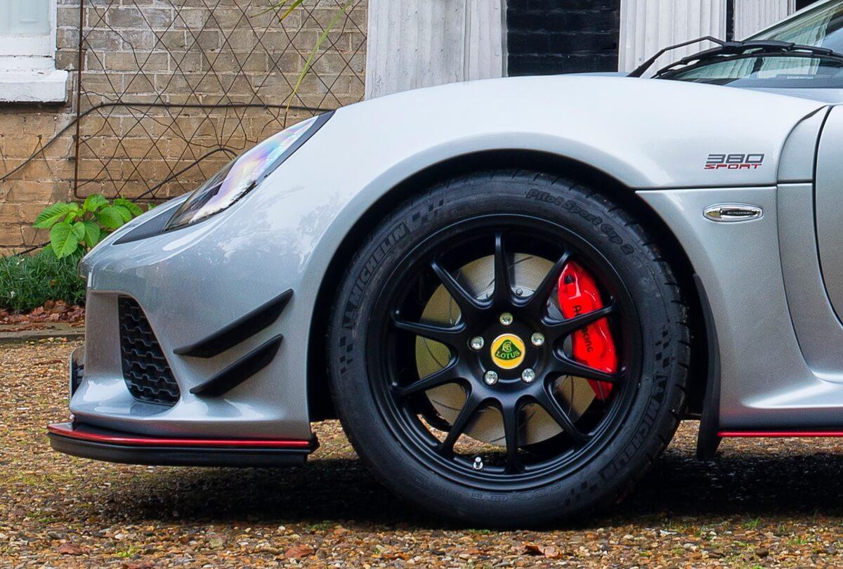 Lotus Exige Sport 380 jantes flaps avant