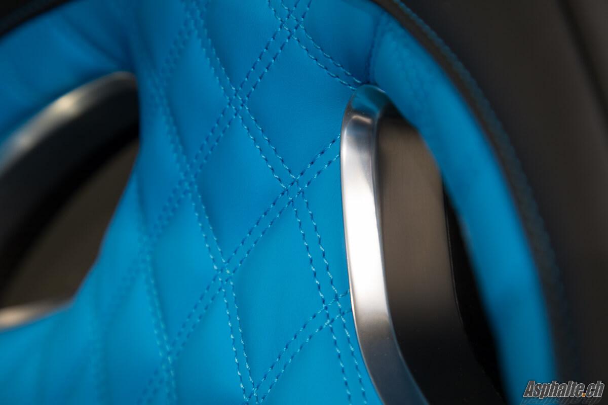 Bugatti Chiron intérieur cuir bleu