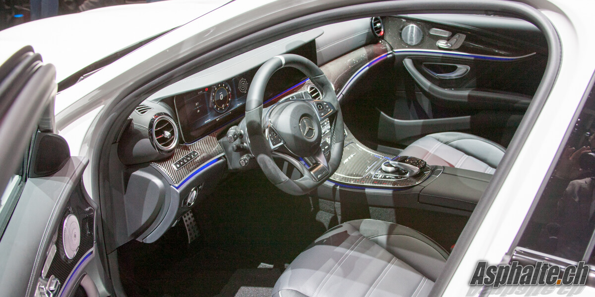 Mercedes-Benz E63 AMG Break T intérieur tableau de bord