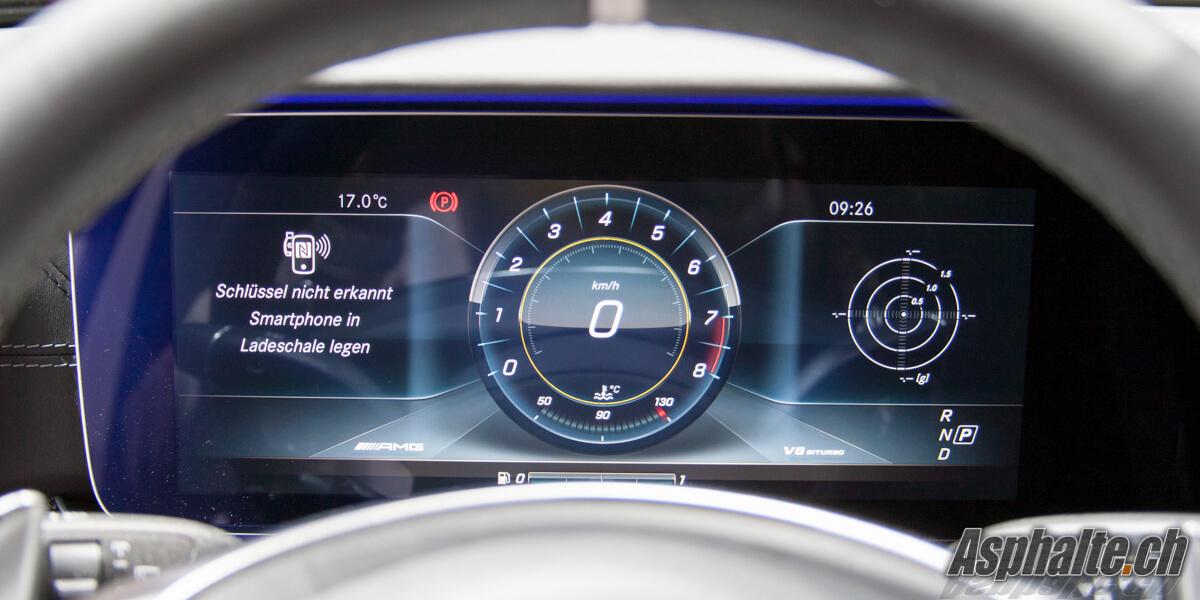 Mercedes E63 AMG écran instruments compteurs intérieur