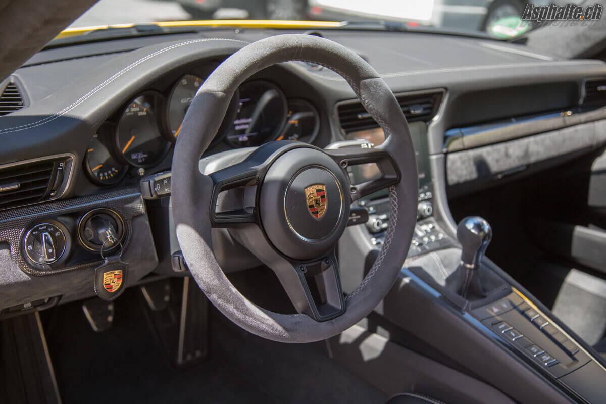 Essai Porsche 911 GT3 intérieur alcantara