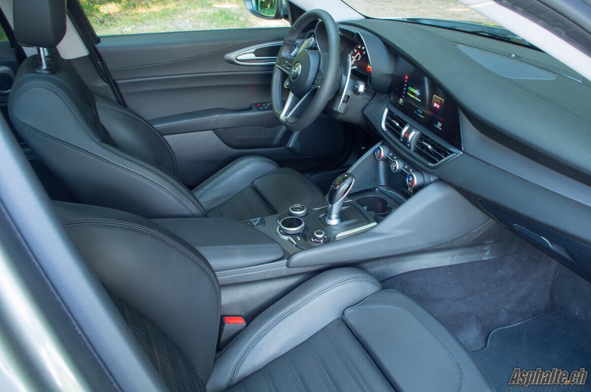 Essai Alfa Romeo Giulia Veloce sièges avant