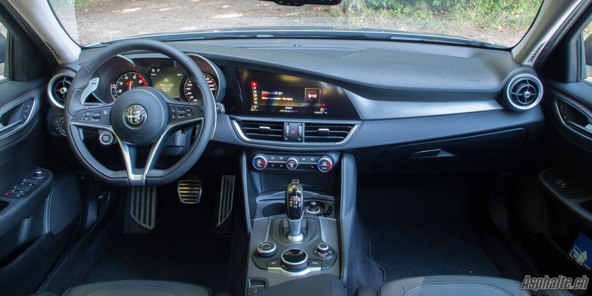 Essai Alfa Romeo Giulia Veloce intérieur tableau de bord