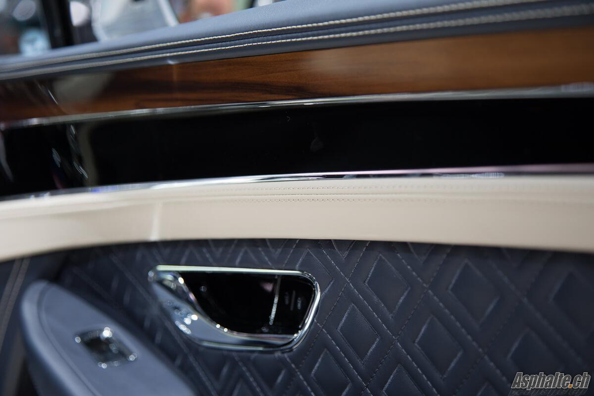 Bentley Continental GT intérieur bleu