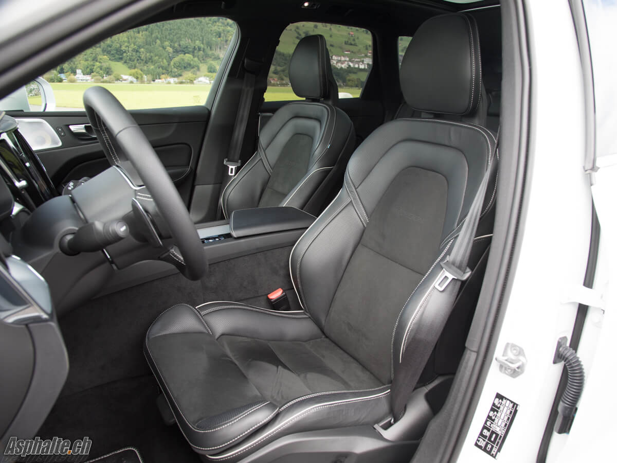 Essai Volvo XC60 T8 intérieur noir sièges avant