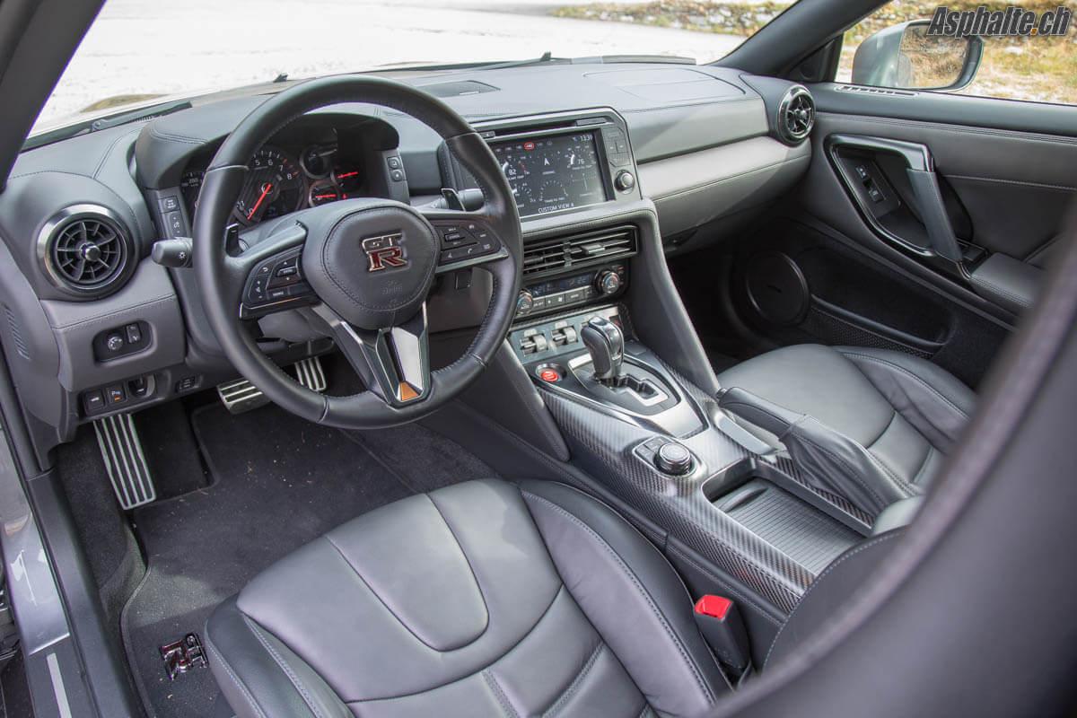 Essai Nissan GT-R 2017 intérieur