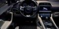 Jaguar F-Pace SVR intérieur tableau de bord
