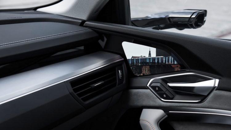 Audi e-tron intérieur rétroviseur virtuel écran OLED
