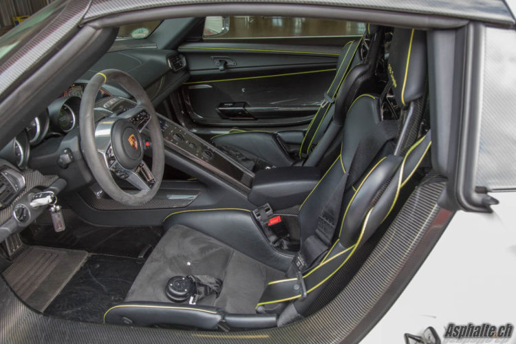 Essai Porsche 918 Spyder Pack Weissach intérieur carbone