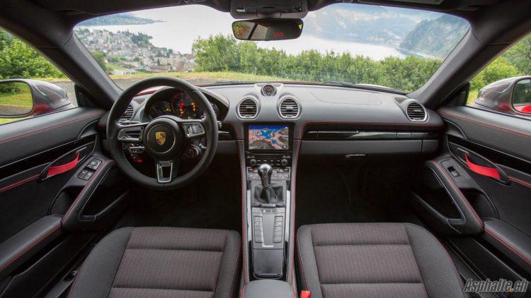 Essai Porsche 718 Cayman T intérieur