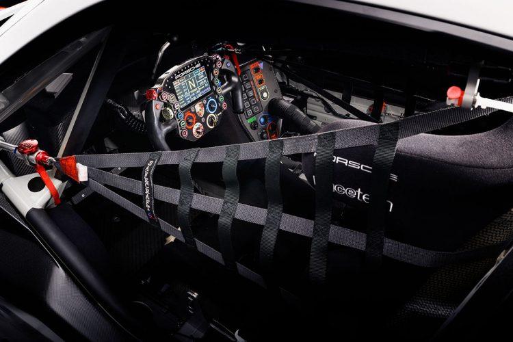 Porsche 911 RSR 2019 intérieur